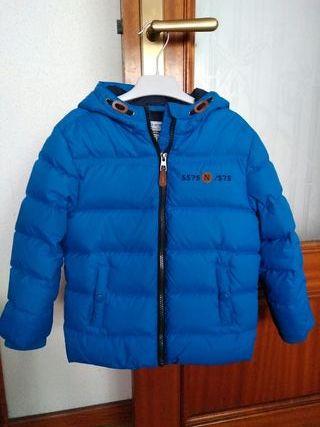abrigo niño plumas