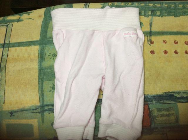 ef6f13dce Pantalón pijama bebé 1 mes de segunda mano en Madrid en WALLAPOP