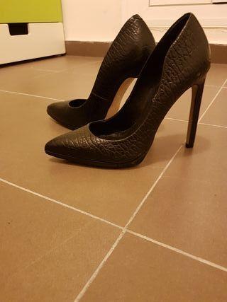 zapatos negros de tacon,piel talla 38