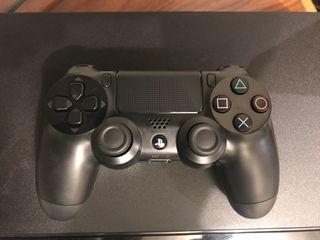 PlayStation 4 500GB negra + juegos y funda