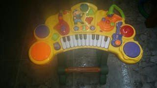 Teclado musical con atril