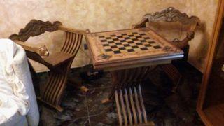 Mesa ajedrez y sillones