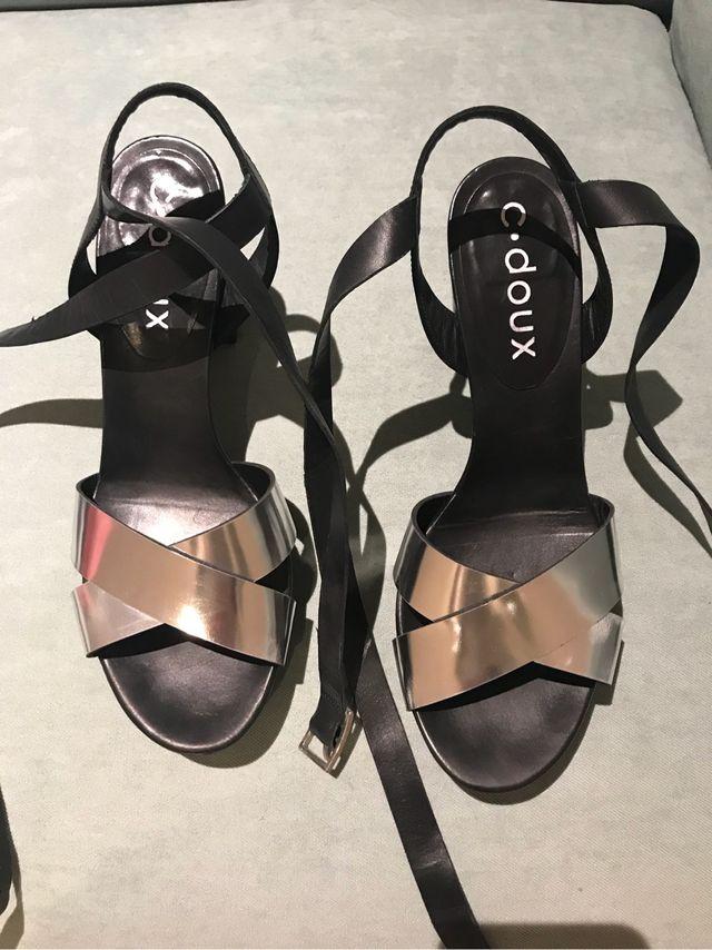 Sandalias piel negra y plata