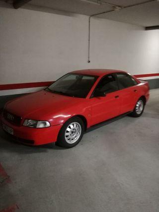 Audi A4 1996 .tiene un ruido en el motor un taqueo