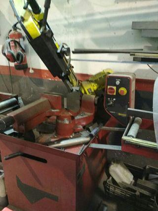 máquina de sierra para hierro