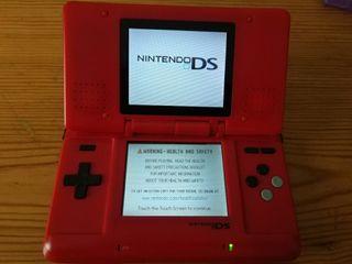 Nintendo DS con carcasa nueva y cable de carga