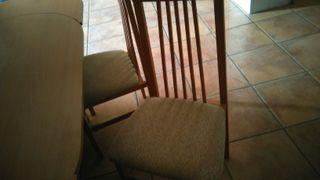 cuatro sillas tápizadas modernas