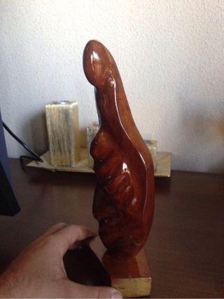 escultura abstracta virgen de madera