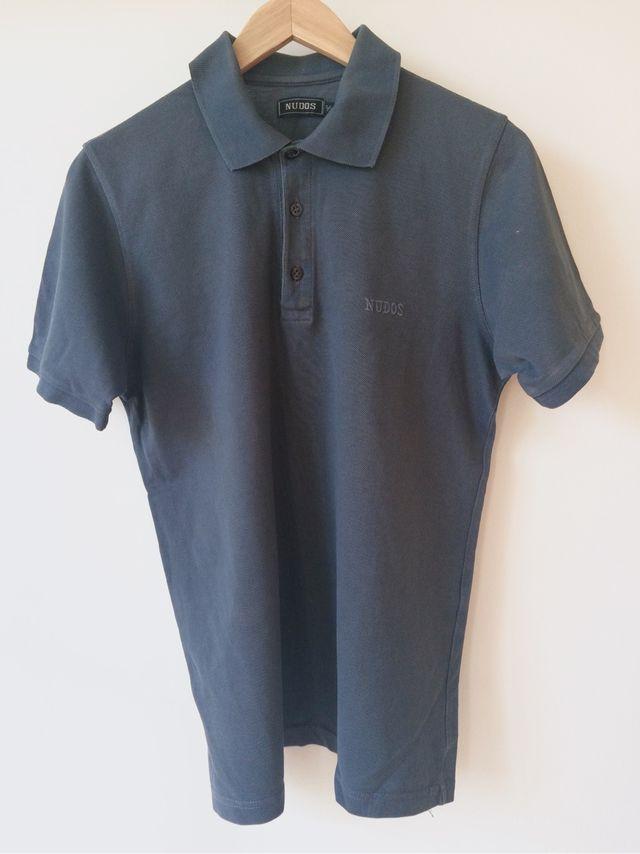 Camisa polo marca Nudos de segunda mano por 10 € en Barcelona en ... 3a10d403f740d