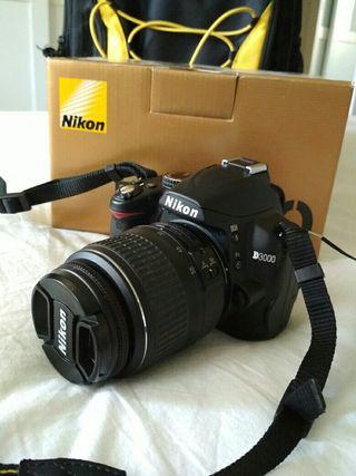 Reflex Nikon D3000 + 2 tarjetas SD