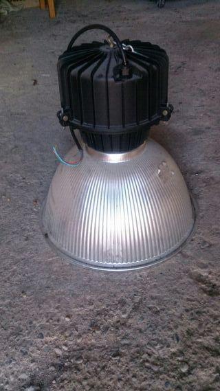 4 Focos iluminación industrial.