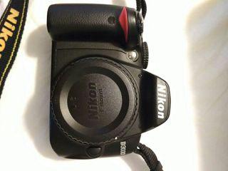 Cuerpo Nikon D3000 + 2 tarjetas SD