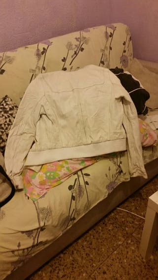 chaqueta de cuero stradivarius, blanca talla L