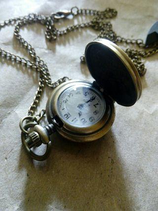 Reloj colgante para dama electro bronce, de quarzo