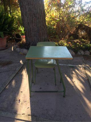 Silla y mesa infantil