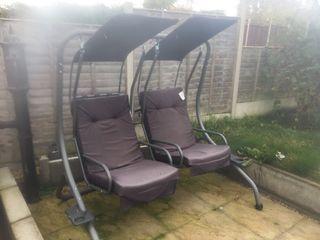 Garden swinging chairs