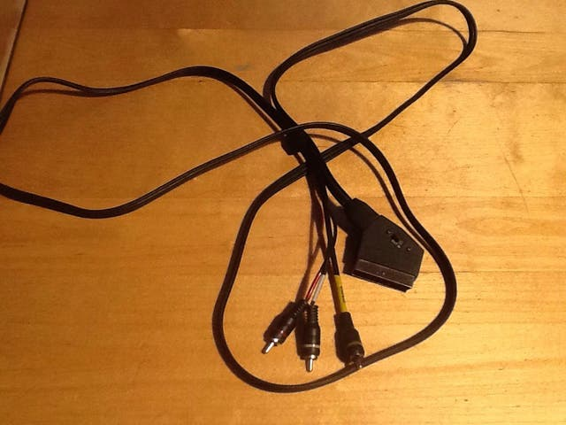 Cable Scart a RCA