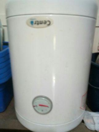 termo 30 litros funciona muy bien bajo consumo
