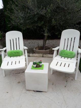tumbonas + mesa blancas