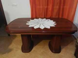 Mesa y mueble comedor
