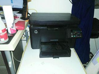 Impresora láser HP a color con escáner