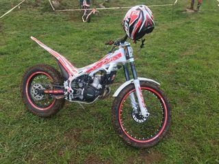 Se vende moto de croos
