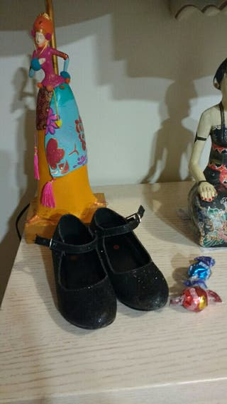 zapatos de tacón niña.