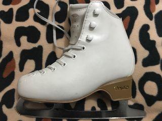 Botas de patinaje artístico sobre hielo