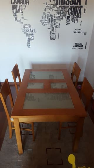Negociable.Mesa de comedor con 4 sillas
