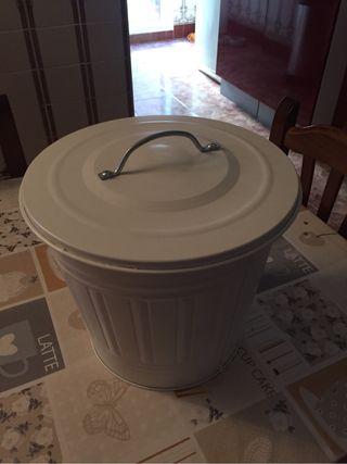 Cubo metalico basura