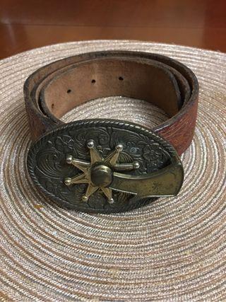Cinturon con hebilla espuela