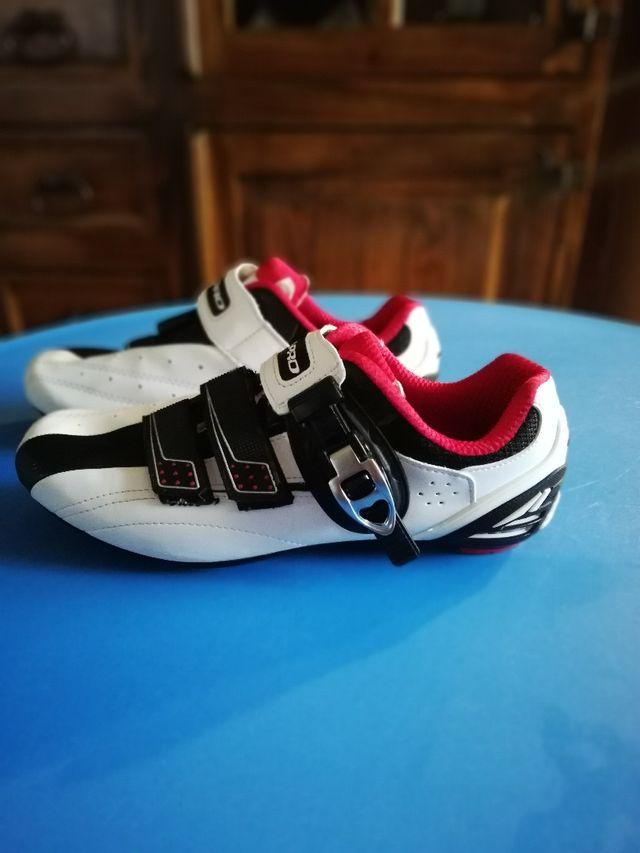 Vendo zapatillas para bicicleta.