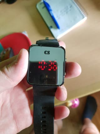 Reloj digital cn Led