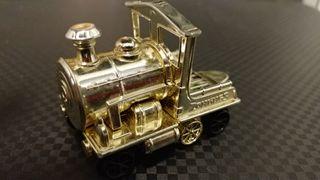 Locomotora dorada. Tren dorado Zomling