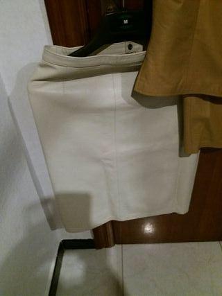 traje piel + falda talla 40 cada pieza 5 euros