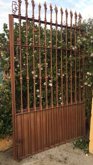 Puertas de hierro de segunda mano en sevilla en wallapop for Puertas de paso segunda mano