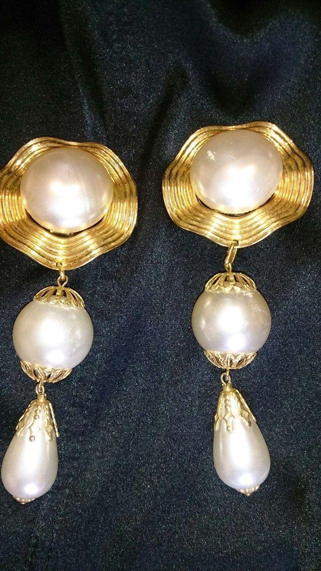 87bf5ac2bf5a Pendientes de fiesta largo tipo perla y dorado. de segunda mano por ...