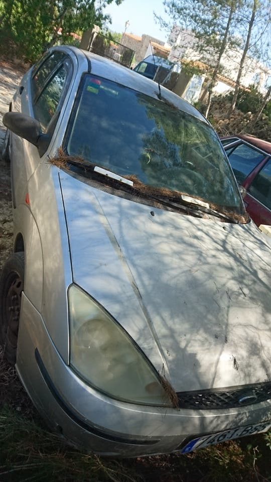 Ford Focus 2001 con avería... vendo para piezas