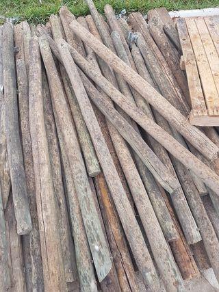 palos de madera. postes.