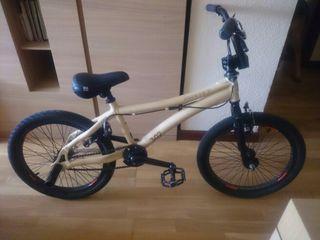 Bicicleta BMX Monty 302