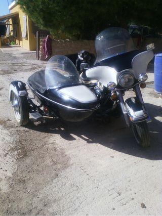 Harley con Sidecar.