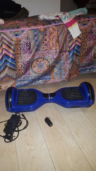 Hoverboard azul con cargador y mando