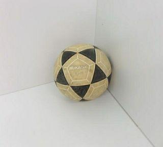 Balón de fútbol mikasa