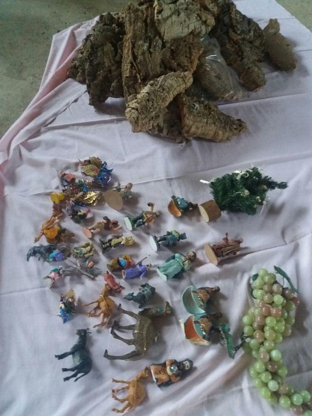 corcho y figuras de belen