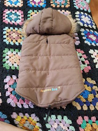 abrigo perro marron con capucha talla 40