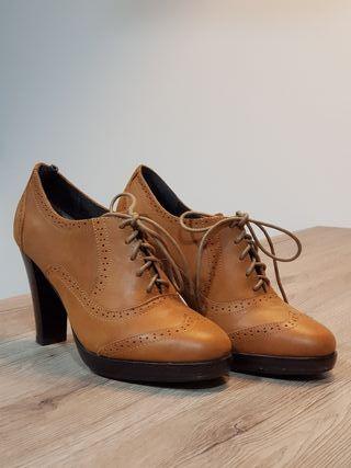 Zapato tipo Oxford.