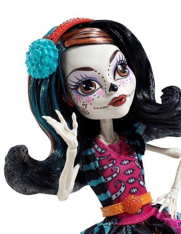 muñeca Monster high. clase de arte Skelita