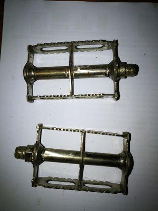 pedales antiguos de primeros siglo XX