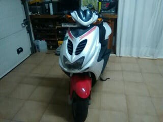 vendo moto 49cc muy cuidada duerme en garaje
