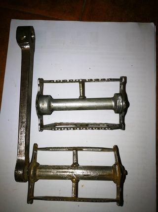 pedal con biela y pedal antiguo de 1920